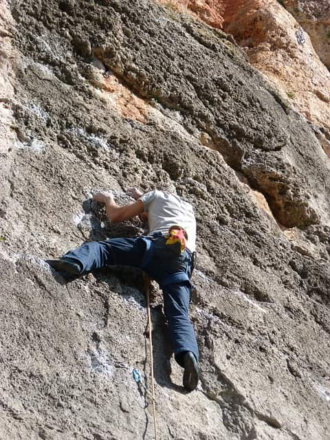 climber-1175471_640-min