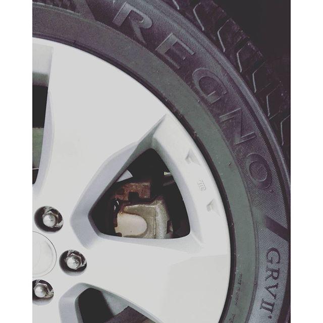 レグノにチェンジ。まさかこんな快適タイヤを履く日が来るとは…。 #regno #Bridgestone #マジで静か