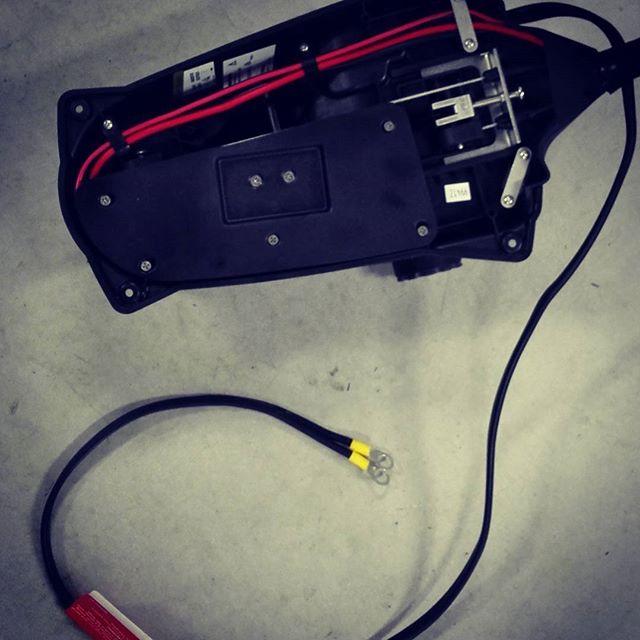 """X3""の電源ケーブルって、短いんですよね… #motorguide #electricmotor #フットコン #24V70lb #大体1mくらい #仕方ないので配線し直しました"