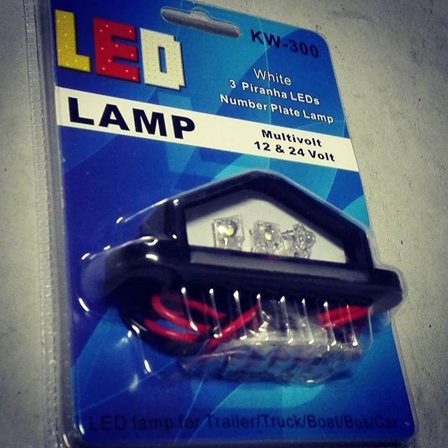 """トレーラーの車検に備えて、""""防水LEDナンバー灯""""付け替え! #workshaunt #led #防水 #ワークスハウント #とは言っても浸水するw  #でも2シーズンくらいは持つ #もっと良いのがあったら教えて下さい"""