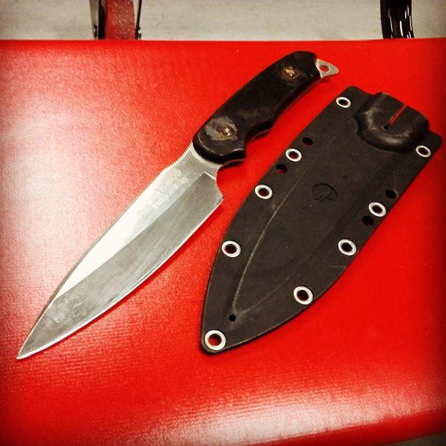 サビナイフ3って、錆びるんですね… #gsakai #sabiknife #刃渡り130mm #大型青物も締められる #H-1鋼 #刃は確かに錆びにくい #柄の留めネジが錆びました…