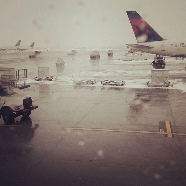 デトロイトって、寒いんですね… #detroit #雪 #フロリダが夢のよう #アメリカって広いですね…