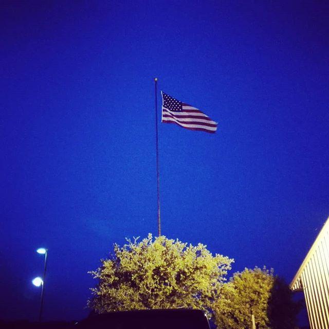 はためく星条旗…。