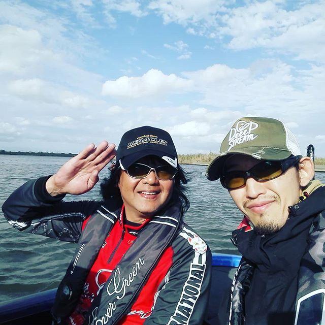 本日はオールスターのプレスで、菊元選手艇にお世話になりました!初めての経験で緊張しましたが、プロの釣りを間近で見られるのは本当に楽しいです(^^)#バサクラ #オールスター#basserallstarclassic #菊元俊文 #朝は土砂降りで修行だったけど #晴れたら晴れたで爆風に #しかしバスボートが本当に凄かった! #chargerboats#チャージャー #210エリート #バスキャットより荒れても楽な船は初めてでした…