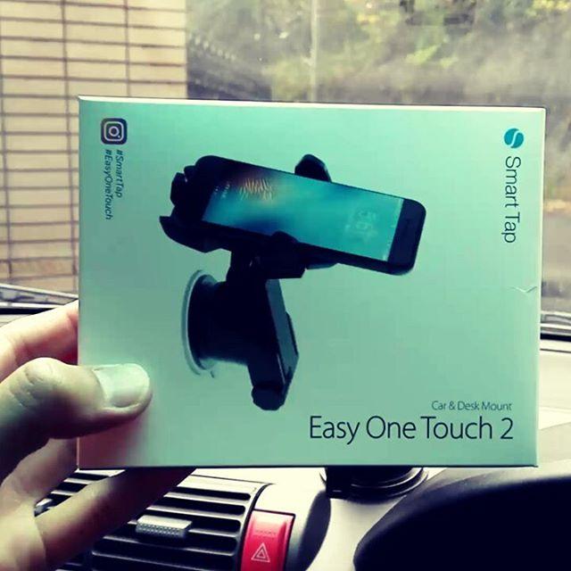 超便利な車載スマートフォンホルダー、発見!#スマホホルダー #車載マウント #smarttap #easyonetouch #吸盤でピッタリ固定 #角度調整自由自在 #ワンタッチで取り外し #しかもしっかり固定出来る優れ物です…