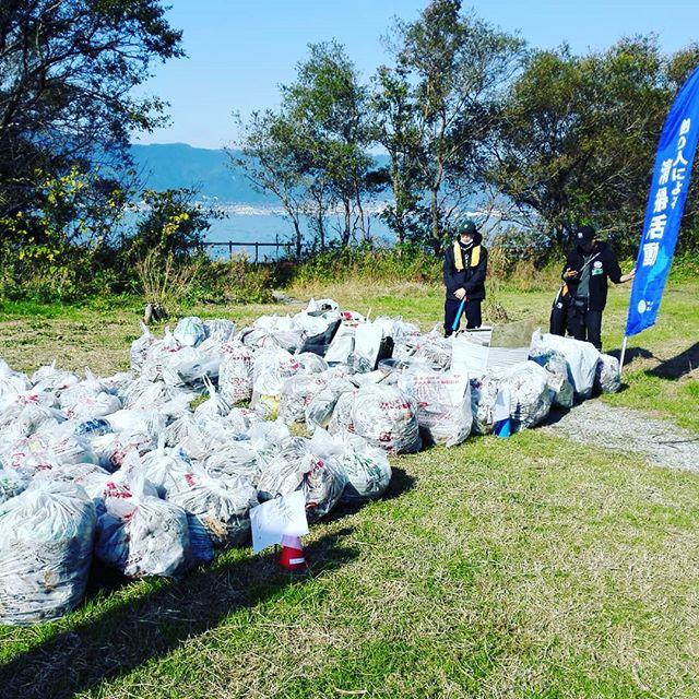 本日は琵琶湖の清掃活動へ。なかなか大漁です…#琵琶湖 #マザーレイク #釣り人による清掃活動 #淡海を守る釣り人の会 #参加者130名超 #そのうち釣り人90名以上 #高名なプロアングラーも続々 #そして子供たちの姿も #どうして大人はゴミを捨てるの? #なかなか答えづらい質問を喰らいました…