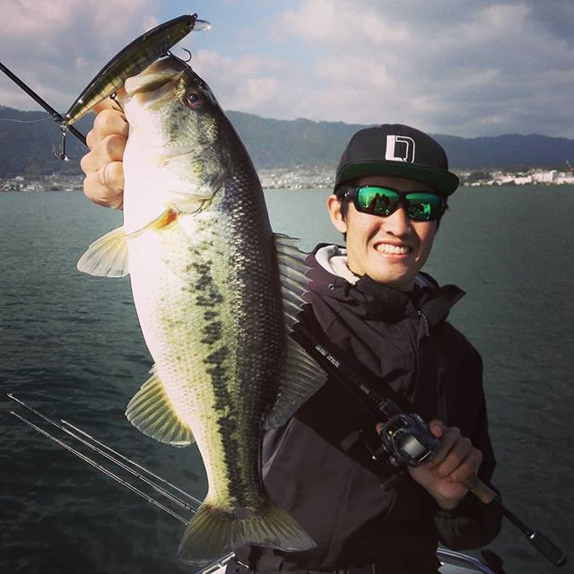 未来のスター?と、湖上釣り談義に出掛けてきました…#abematv #worldchallenge #ワールドチャレンジ #オーディション突破の新鋭 #野村勇輔 #アメリカ目指して #バストーナメント #bassmaster #これからの活躍に注目です!