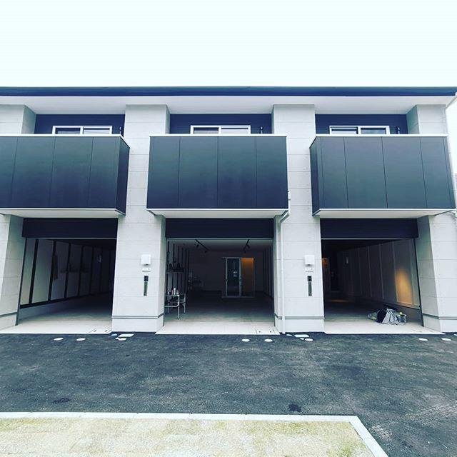 完成した琵琶湖畔のガレージハウス。いやぁ…理想だわぁ…。#ガレージハウス #賃貸 #琵琶湖 #アスタリスク #gstyleclub #艇庫 #滋賀県内に続々建設中 #プロガイドさんとか最適では? #お洒落な新築羨ましいです…