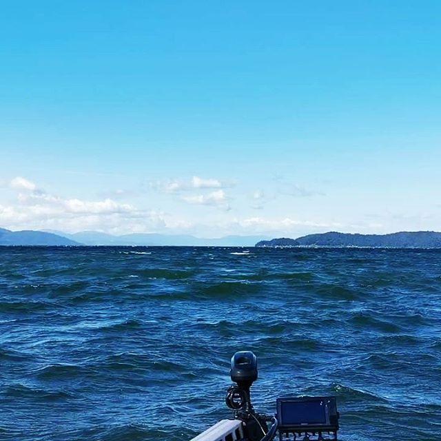 激荒れ撤収〜。今週末も荒れるそうですね…#琵琶湖 #北湖 #激荒れ #ウルトレックス #ミンコタ #minnkota #スポットロック #これでも止まってられるのは凄いですよね…