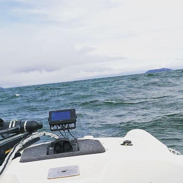 死ねる〜(汗)。久しぶりに琵琶湖で船酔いしました…orz#琵琶湖 #寒波 #大荒れ #極寒 #カメラ持てない #最悪のコンディションで #明日はBAITクラシック #今年最後の試合 #全然何も見えてません #とにかく全力を尽くしてきます…