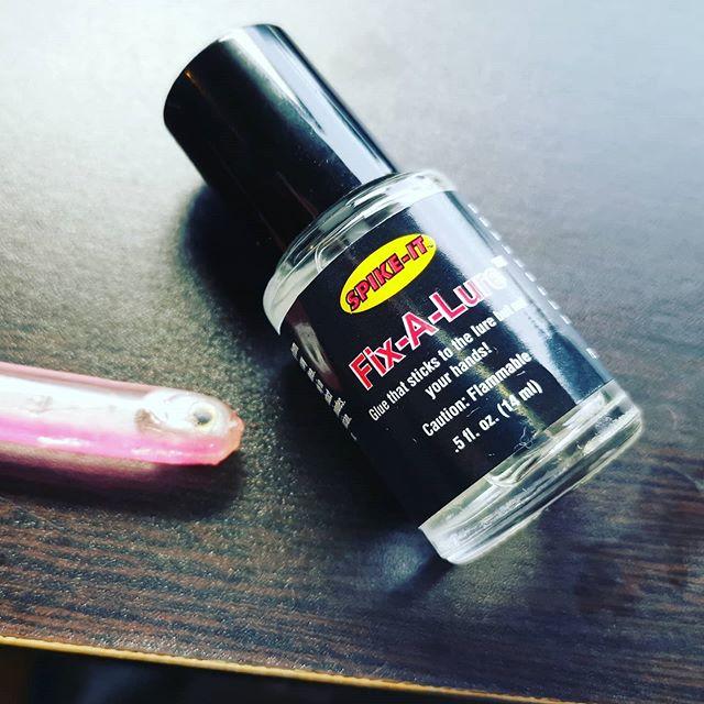 Fix-A-Lureの効果を再検証。確かに壊れる前の補強に使えますね…#spikeit #フィックスアルアー #ワーム補修剤 #細かい部分も強力接着 #少し溶かして固める感じ #弱点は固まる事ですが #冷蔵保管なら長持ちするらしい #付属の刷毛で直接塗らないのもコツ? #コスパが良ければ非常に便利な一品ですね…